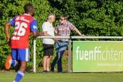 Bernhard Burgener und Ruedi Zbinden am Spielfeldrand im Trainingslager am Tegernsee. (Bild: Freshfocus)