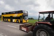 Werden doch noch ersetzt: Doppelstock-Postautos im Obertoggenburg. (Bild: Keystone)