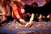 Möglicherweise verspielten die Angeklagten veruntreute Gelder des verstorbenen Kaufmanns in den Casinos von Pfäffikon, Bregenz und St. Gallen. Dieses Bild stammt aus dem Casino Zürich. (Bild: Keystone / Gaetan Bally).