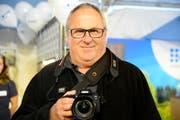 Hans Rohner, Buchs, besucht die Wiga-Messe mit dem Fotoapparat. Bild: Hansruedi Rohrer