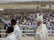 Papst Franziskus hat in Madagaskar für eine Kultur des Miteinander geworben. Das Leid der Menschen sei nicht Gottes Plan, sagte er. (Bild: KEYSTONE/AP/ALESSANDRA TARANTINO)
