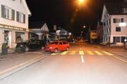 Beim Unfall wurden drei Personen leicht verletzt. Bild: Kapo