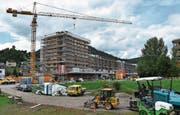 Im Toggenburg wird rege gebaut – wie hier am Bahnhof Süd in Wattwil. Die Leerwohnungsziffer steigt auch deswegen. (Bild: Ruben Schönenberger)