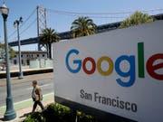 Google droht neues Ungemach: Die Generalstaatsanwälte von 48 US-Bundesstaaten sowie Washington D.C. und Puerto Rico haben eine Kartelluntersuchung gegen den Online-Riesen eröffnet. (Bild: KEYSTONE/AP/JEFF CHIU)