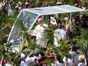 Papst Franziskus am Montag in Port Luis auf Mauritius. (Bild: KEYSTONE/EPA ANSA/LUCA ZENNARO)