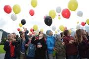 Rund 100 Urner Schulkinder gaben mit einer Ballonaktion den Startschuss für das Grossprojekt. (Bild: Urs Hanhart)