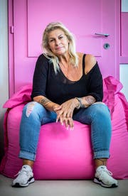 Renata Angehrn-Würmli liebt Rosamunde Pilcher Filme - und die Farbe pink. (Bild: Andrea Stalder)