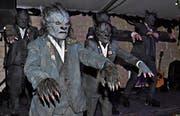 «Thriller Night»: In Michael-Jackson-Manier präsentieren die Wichastoaner Höllahünd dem Publikum im voll besetzten Festzelt tanzend ihr neues Motto.Bild: René Jann