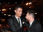 Cristiano Ronaldo und Lionel Messi trafen sich vor kurzem bei der Auslosung der Champions-League-Gruppenphase (Bild: KEYSTONE/EPA/ANDY RAIN)