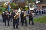 Vor zwei Jahren führte die Neunermusik auch den Einzug an der Älplerkilbi in Kägiswil an. (Bild Robert Hess, 28. Oktober 2017)
