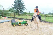 Xenia Tobler mit ihrem Pony Filu. (Bild: Daniela Ebinger)