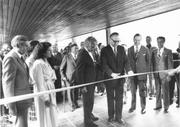 Der damalige Bundespräsident Hans Hürlimann eröffnet das Museum, links von ihm steht der Künstler Hans Erni. Links daneben seine Frau Doris und Verkehrshausdirektor Alfred Waldis. (Bild: Archiv Verkehrshaus der Schweiz, Luzern, 15. September 1979)