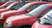 Car-Sharing ist ein Paradebeispiel für die lokalen Auswirkungen der Ökonomie des Teilens. Statt ein Auto sein Eigentum zu nennen, ist man Mitglied beispielsweise in der Genossenschaft Mobility und leiht sich einen Wagen bei Bedarf aus. (Bildtext: Trix Niederau - 30. Juni 2005)