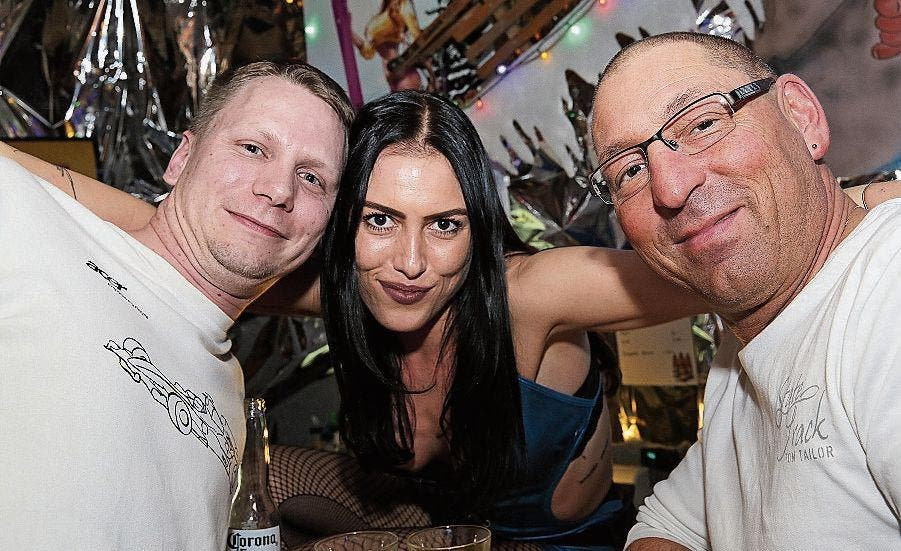 geht Livecam monsterbusen Walenstadt erotik club