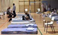 Evakuierte Bewohner in einer Unterkunft. (Bild: EPA/ATIENZA)