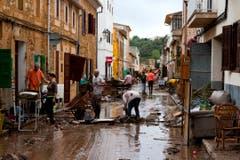 Auch die Strassen sind voller Schlamm. (Bild: AP Photo/Francisco Ubilla)