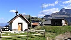Die St. Wendelinkapelle auf Stockhütte-Rinderbühl mit Nieder und Oberbauen. (Bild: Hans Steiner)
