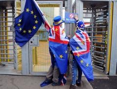 London und Bern wollen nach dem Austritt des Vereinigten Königreichs aus der EU ihre Beziehungen so weit wie möglich beibehalten. Gegenwärtig regeln die bilateralen Verträge mit der EU die Beziehungen. Der Bundesrat ist bestrebt, die gegenseitigen Rechte und Pflichten aus der EU beizubehalten und in bestimmten Bereichen auszubauen. Bild: Rui Vieira/AP (Birmingham, 2. Oktober 2018)