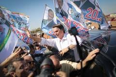 In Brasilien zieht der Rechtspopulist Jair Bolsonaro mit einem klaren Vorsprung in die Stichwahl um das Präsidentenamt vom 28. Oktober. Der 63-jährige Ex-Militär errang in der ersten Wahlrunde 46,03 Prozent der Stimmen. Sein stärkster Konkurrent Fernando Haddad von der linken Arbeiterpartei kam auf 29,28 Prozent.Bild: Andre Coelho/Bloomberg (Taguatinga, 5. September 2018)