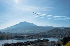Fliegerstaffel über Luzern. (Bild: Gregor Gander-Thür, 12. Oktober 2018)