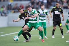Das Eröffnungsspiel SCK gegen GC Zürich. Krienser Nikola Mijatovic (grün) gegen GCs Nikola Sukacev. (Bild: Boris Bürgisser (Kriens, 13. Oktober 2018))