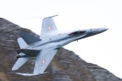 Die F/A 18 zeigten am diesjährigen Axalpschiessen ihre hohe Einsatzbereitschaft. (Bild: Xaver Husmann (Axalp, 11. Oktober 2018))