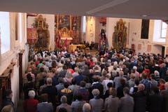 Die Kirche war bei der feierlichen Messe bis auf den letzten Platz besetzt. (Bild: Paul Gwerder, Bürglen, 14. Oktober 2018)