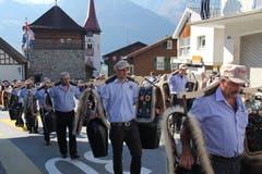 Nach dem Mittag führte der Trychlerverein Bürglen den farbenfrohen Festumzug an. (Bild: Paul Gwerder, Bürglen, 14. Oktober 2018)