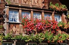 Farbenprächtiger Fassadenschmuck in der Mult bei Gossau. (Leserbild: Franz Gerhard - 7. Oktober 2018)