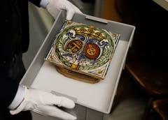 Und eine Ofenkachel von 1770 mit dem Allianzwappen Keiser