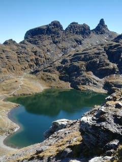 Der Schwarzsee auf der 5-Seen-Wanderung am Pizol. (Bild: Rahel Nett)