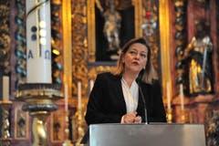 Die Urner Regierungsrätin Heidi Z'graggen spricht anlässlich einer Buchvernissage in der Pfarrkirche St. Peter und Paul in Bürglen. (Bild: Urs Hanhart, 24. Oktober 2017))
