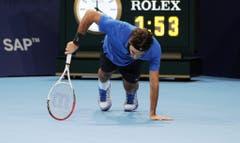 2012 - Roger Federer enttäuscht am Boden nach seiner Finalniederlage gegen den Argentinier Juan Martin Del Potro. (PHOTOPRESS/Kurt Schorrer)