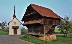 Eine Augenweide sind der prächtige Spycher und die Kapelle in Untergattwil. (Bild: André Egli)
