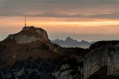 Sonnenaufgang am Sonntagmorgen auf der Ebenalp, Blickrichtung Hoher Kasten. (Bild: Patrick Stricker)
