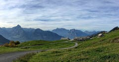 Strichboden: Blick ins Glarnerland (Bild: Toni Sieber)