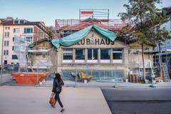 Die Fassade des Spanischen Klubs bleibt unverändert. Auch die Sprayereien werden im Rahmen der Sanierung nicht entfernt. (Bilder: Urs Bucher)