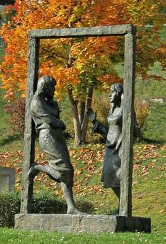 Skulptur von Rolf Brem beim Schulhaus (Bild: Dieter Albrecht (Wauwil, 28. Oktober 2017)