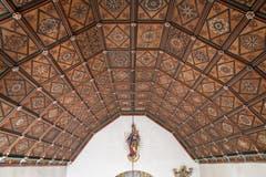 Die kunstvolle Holzdecke der Flüeli-Kapelle. (Bild: PD)