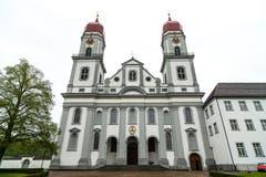 Die Klosterkirche St. Urban von Aussen. (Bild: Roger Grütter, 27. Juli 2011)