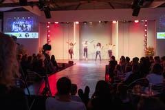 Die Movment Dance School mit einer Tanzeinlage an der Eröffnung. (Bild: Roger Zbinden (Zug, 20. Oktober 2018))