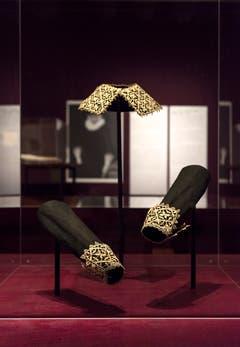 Krägen, Manschetten und andere Accessoires sind in der Ausstellung zu sehen. (Bild: Thomas Hary)