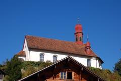 Die von aussen schlichte Flüeli-Kapelle thront auf einem Felsvorsprung und gilt als Wahrzeichen von Flüeli-Ranft. (Bild Markus von Rotz, 29.Oktober 2007)