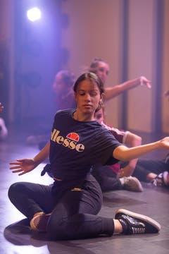 Die Mavment Dance School mit einer Tanzeinlage an der Eröffnung. (Bild: Roger Zbinden (Zug, 20. Oktober 2018))