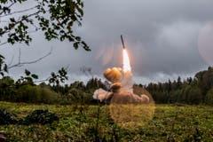Die USA bleiben trotz russischer und europäischer Kritik hart beim angekündigten Ausstieg aus dem INF-Abrüstungsabkommen. Der Vertrag von 1987 verbietet landgestützte nukleare Mittelstreckenraketen. (Bild: Konstantin Alysh/Epa)