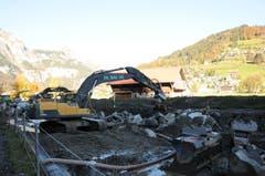 Hochwasserschutzprojekt Engelbergraa. Im Bereich Birren (2. Etappe) läuft der Bau des Blocksatzes. (Bild: Philipp Unterschütz, Engelberg, 26. Oktober 2018)
