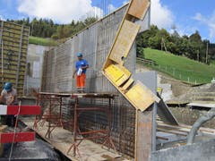 Schalung der ersten Flügelmauer beim Reservoir Gubermatt am 23. September 2018. (Bild:PD)