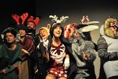 Bunte Kostüme sorgen für ein abwechslungsreiches Bühnenbild. (Bild: Urs Hanhart (Altdorf, 24. Oktober 2018))