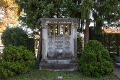 Auch dieses alte Familiengrab wurde unter Schutz gestellt..