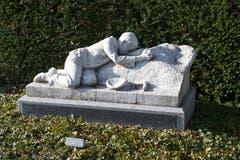Das Grabmahl des Bildhauers Karl Peter Hugo Siegwart (1865-1938) gehört zu jenen im Friedhof Friedental, die der Nachwelt erhalten bleiben sollen. (Bilder: Dominik Wunderli, Luzern, 23. Oktober 2018)